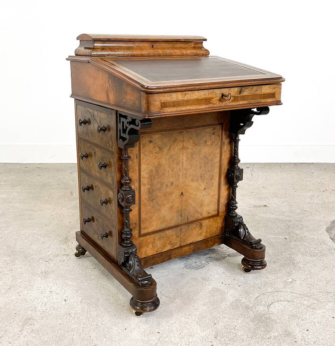 Antiek Davenport bureau in notenfineer