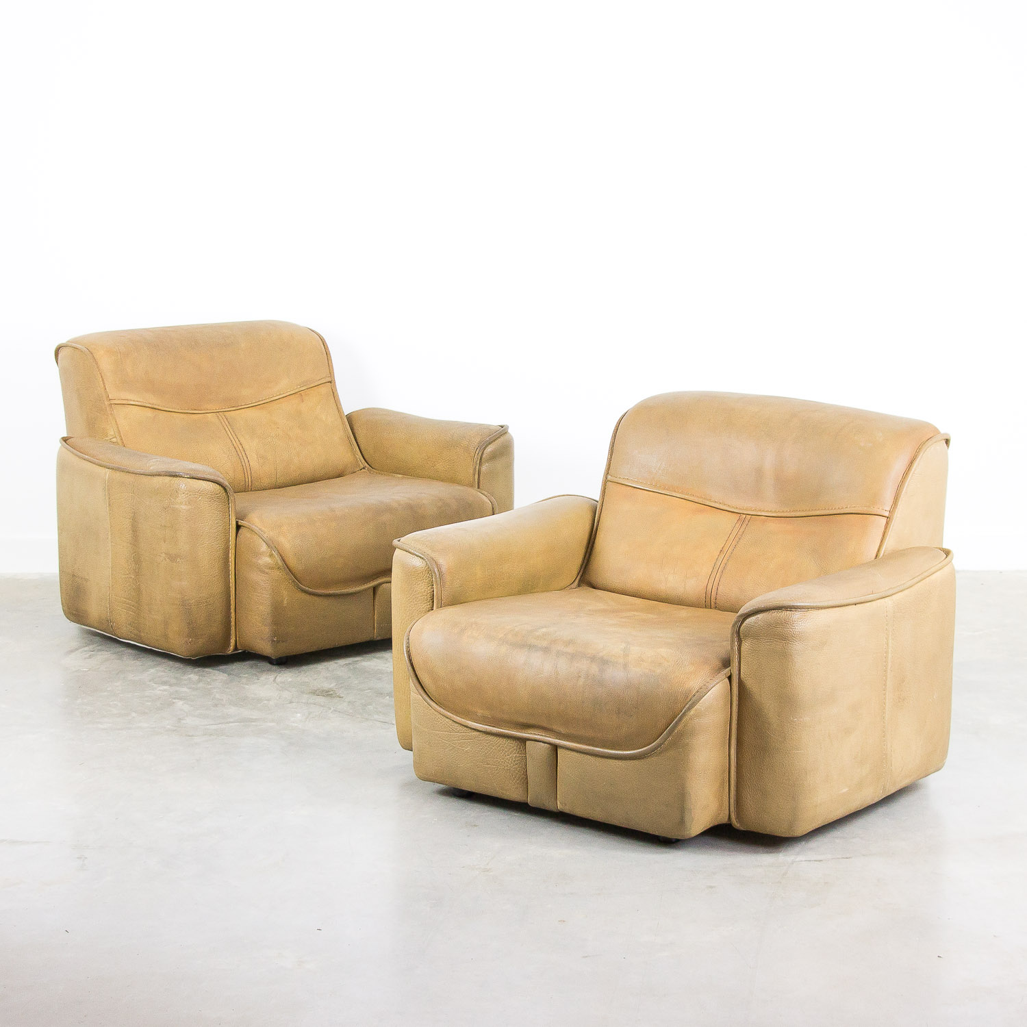 Set of 2 buffalo leather armchairs