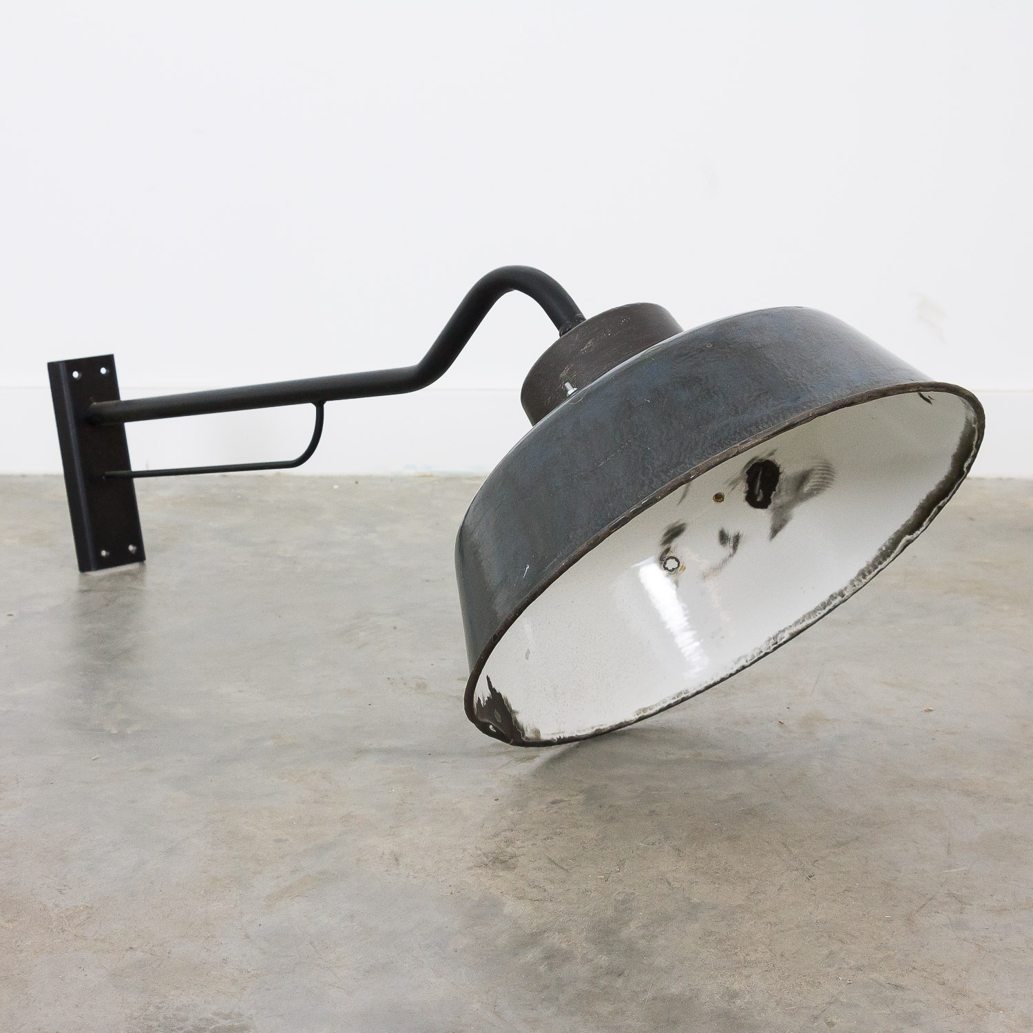 Enamel industrial wall light