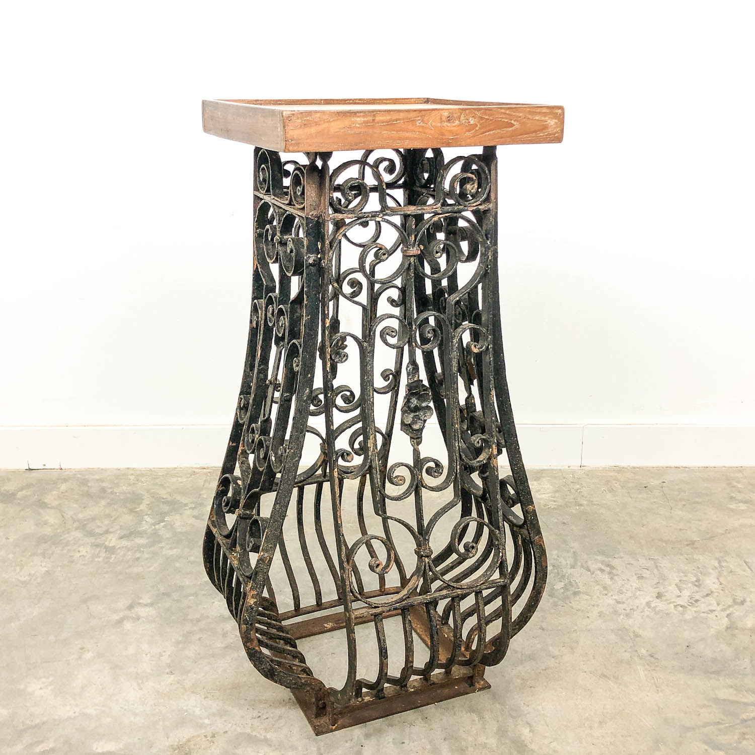 French antique wrought iron pedestal