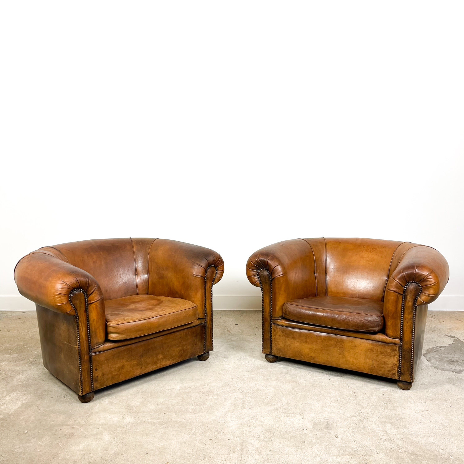 Set of 2 XXL club chairs by Nico van Oirschot vintage sheep leather