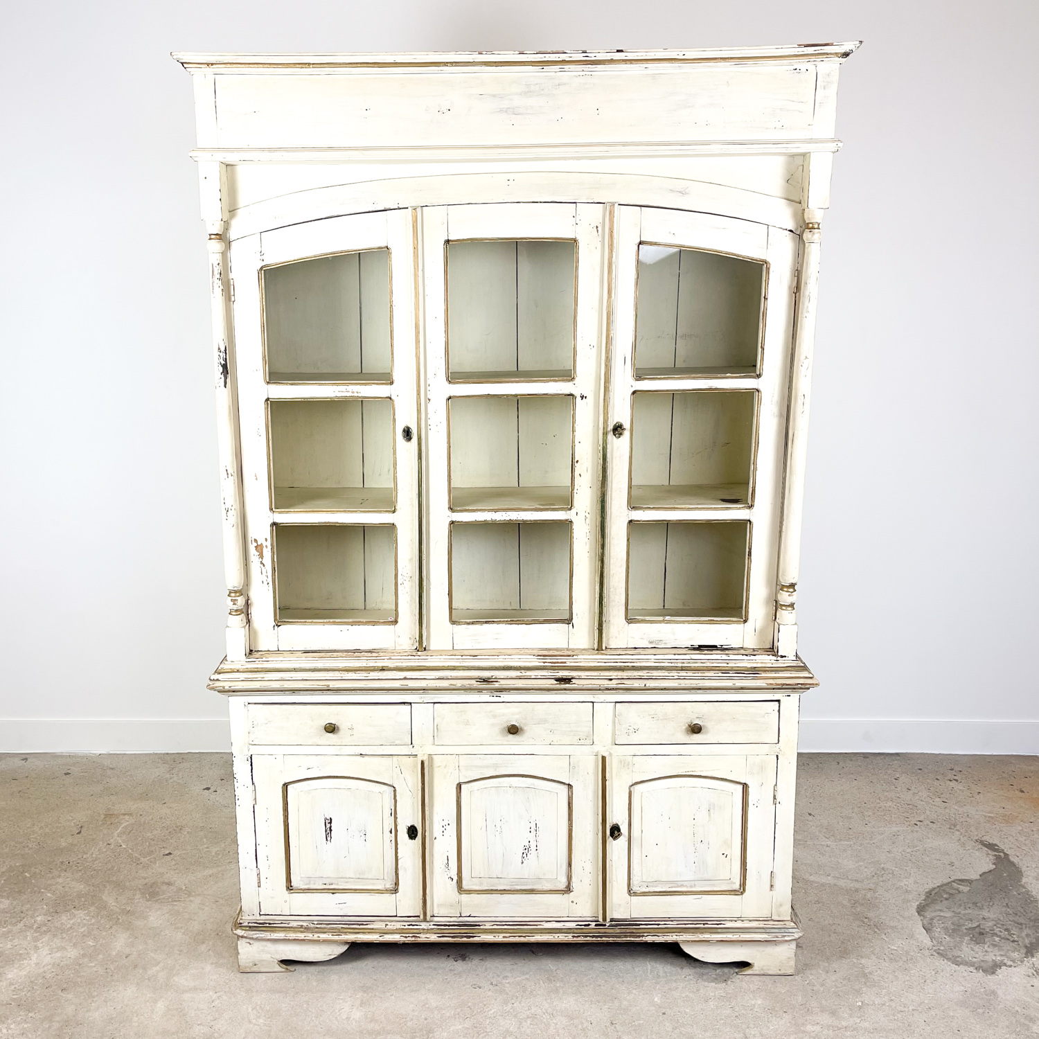 Vintage brocant White painted Kitchen display cabinet