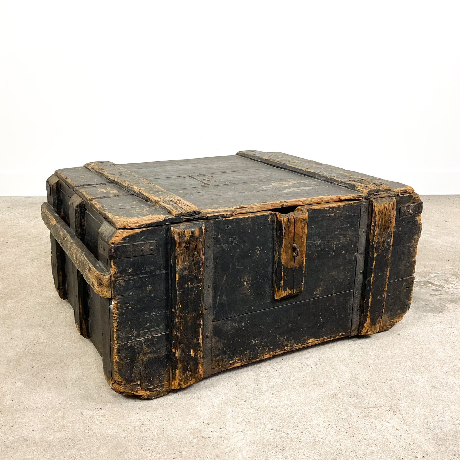 Antique wooden chest trunk R