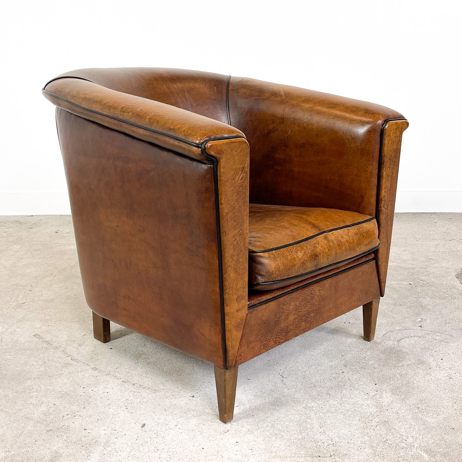 Vintage sheep leather club chair tub by Lounge Atelier